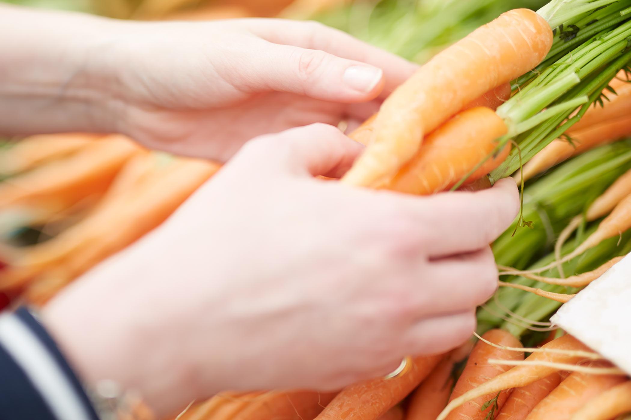 Morötter på marknaden